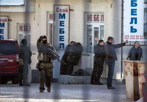 クリミアの軍基地襲撃で2人死亡、ウクライナ危機は「軍事段階に」
