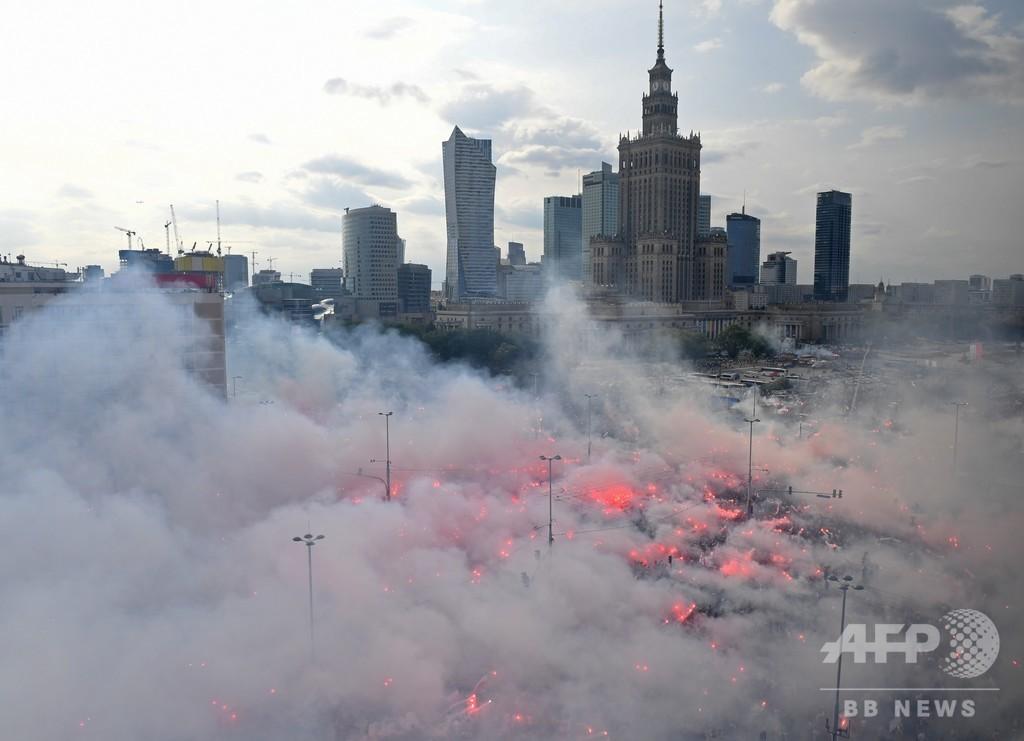 【今日の1枚】煙るワルシャワで75年目の黙とう