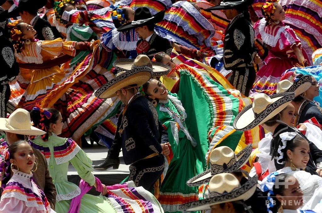 約900人が一斉に踊る! 民族舞踊の最多人数でギネスに挑戦 メキシコ