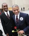 米首都で同性婚が合法に、初の結婚許可証を発行
