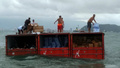 貨物船からコンテナが落下、住民らが積み荷を略奪 ブラジル