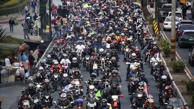 動画:グアテマラにバイク集団、宗教行事までの222キロ疾走