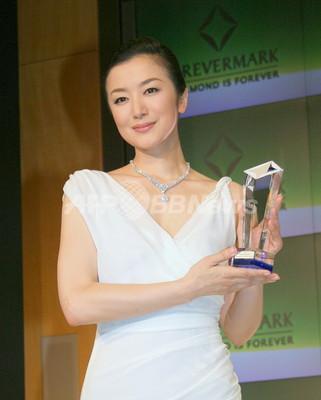 女優20周年の鈴木京香、「ダイヤモンド・パーソナリティ賞」に輝く