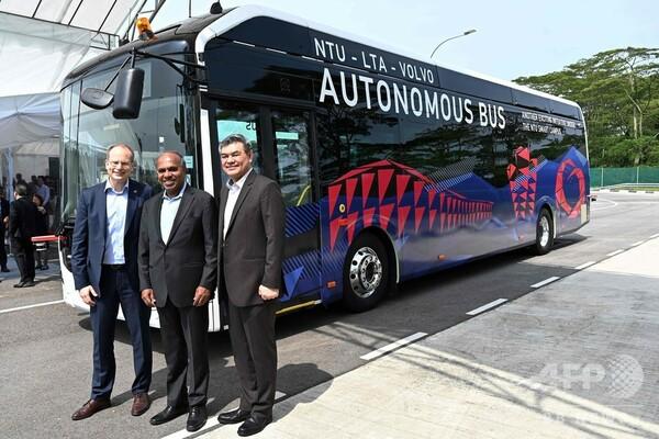 ボルボとシンガポールの大学、自動運転バスを開発 試験運行へ