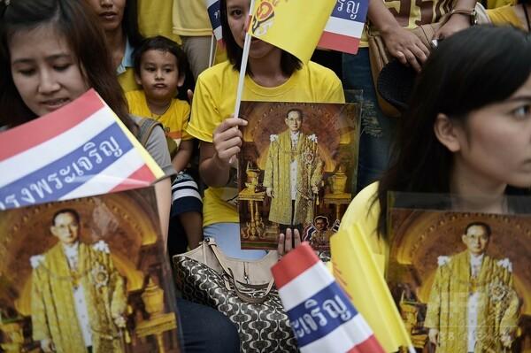 タイ国王、誕生日の祝賀式典出席を取りやめ