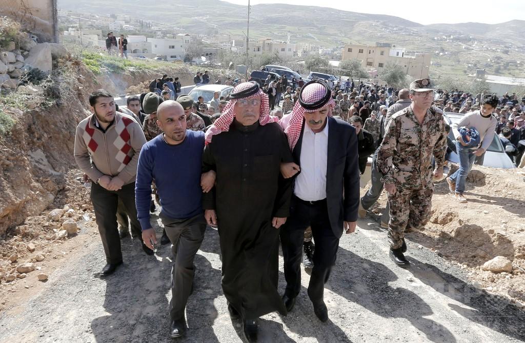 ヨルダン国王、イスラム国に「厳しい対抗措置」宣言 操縦士殺害で