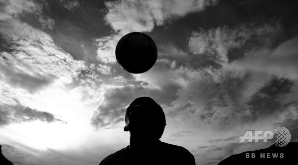 プレミア、ユース選手のヘディング禁止を検討 認知症リスク増の恐れで