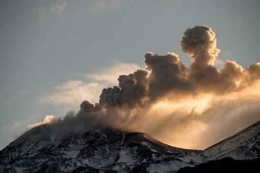 チリのネバドス・デ・チジャン山、噴火警戒レベル引き上げ