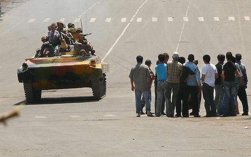 キルギス南部で民族間の衝突、45人死亡 首都でデモ