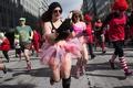 バレンタインテーマの下着姿で駆け抜ける、米首都でイベント