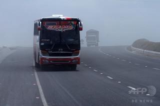 バス横転、14人死亡 エクアドル