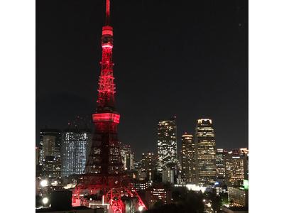 東京タワー、春節祝う赤色まとう 安倍首相も新年の祝賀メッセージ