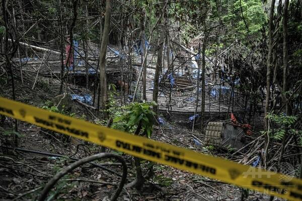 マレーシア警察、人身売買組織施設の埋葬地掘り起こし作業を開始