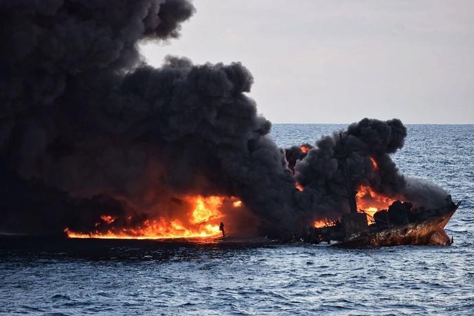 中国沖タンカー事故、深刻影響の恐れ 前代未聞の油流出量との指摘も
