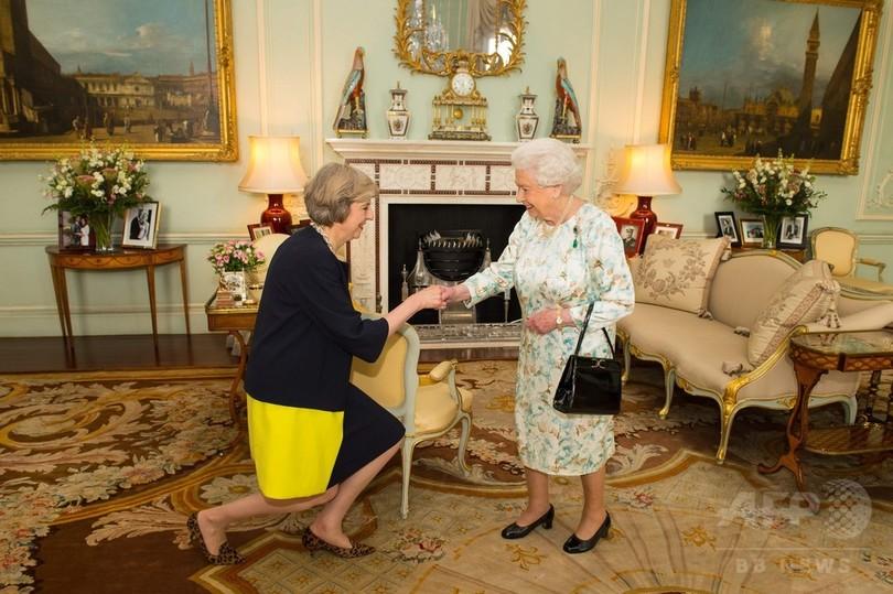 テリーザ・メイ氏、英首相に就任 「世界での新しい役割」を約束