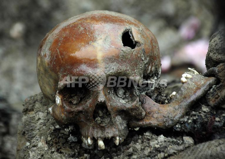 ボスニア紛争でのイスラム教徒大量虐殺から12年、3万人が集まり追悼集会