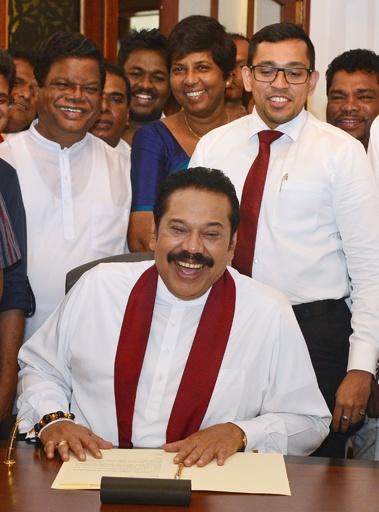 ラジャパクサ首相が辞任、スリランカの「憲政の危機」が収束へ