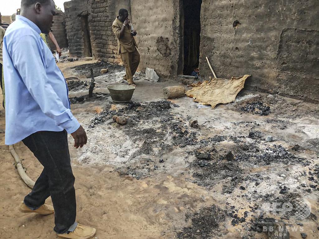 武装集団が村襲撃、38人死亡 マリ中部