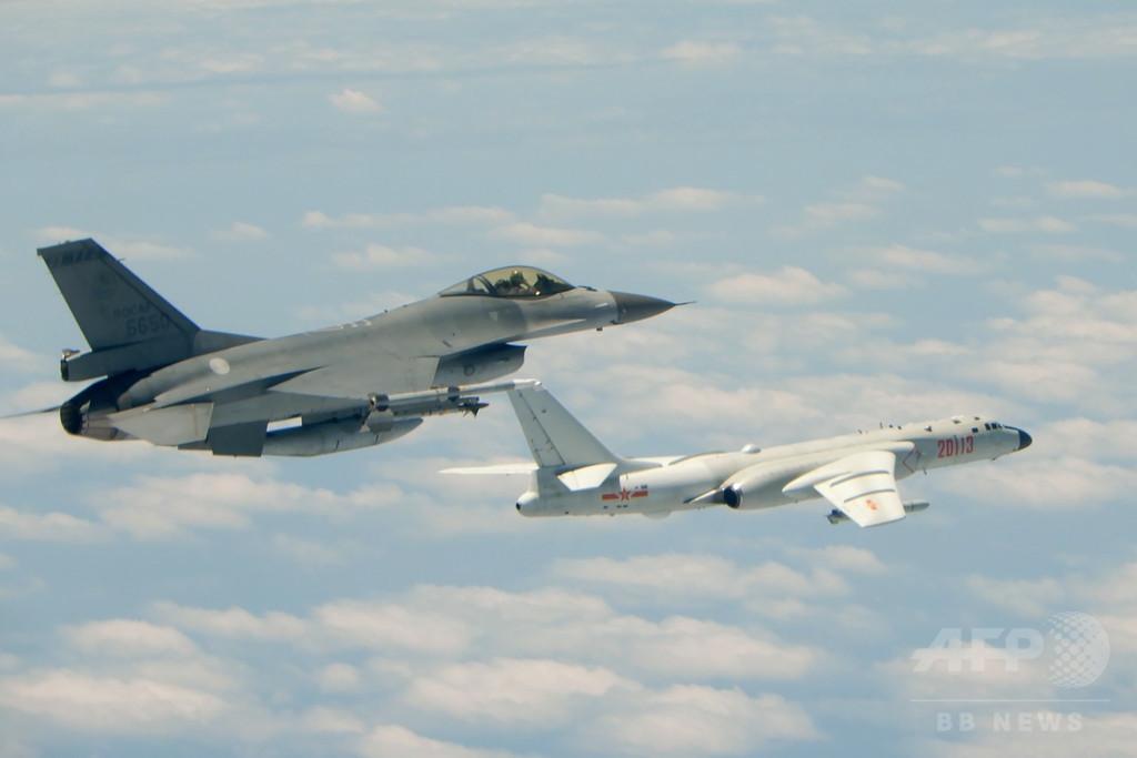 中国空軍の爆撃機が初めて南シナ海の島に着陸