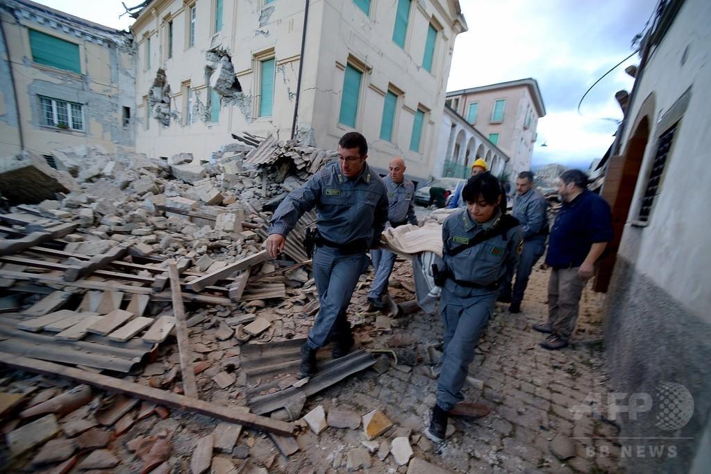 イタリア中部でM6.2の地震、少なくとも10人死亡 建物多数が倒壊