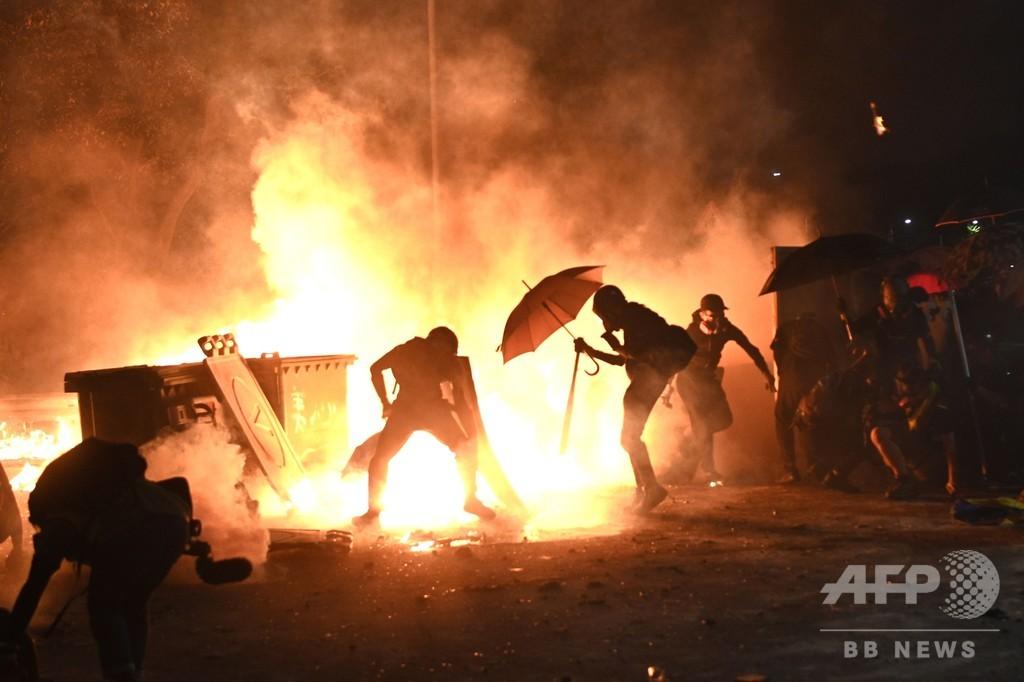 香港民主派デモ、初めて主要大学キャンパスでも本格的な衝突