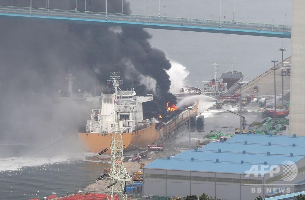 韓国・蔚山の港でタンカーが爆発・炎上 18人負傷
