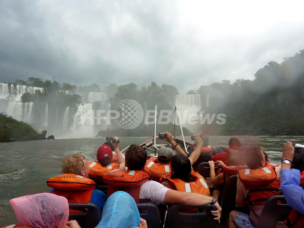 イグアス滝、水量ピーク迎える