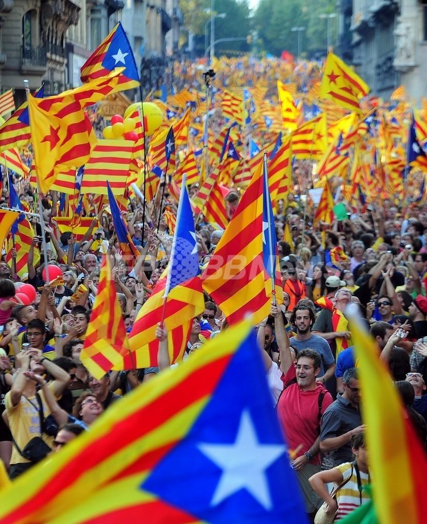 デモに100万人、自治権拡大求めるカタルーニャの人々
