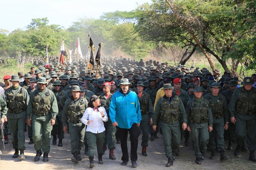 ベネズエラ大統領、「米国の軍事介入に備えよ」 兵士らに指示