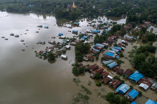 ミャンマー、モンスーン豪雨で大規模洪水 町一帯が湖に