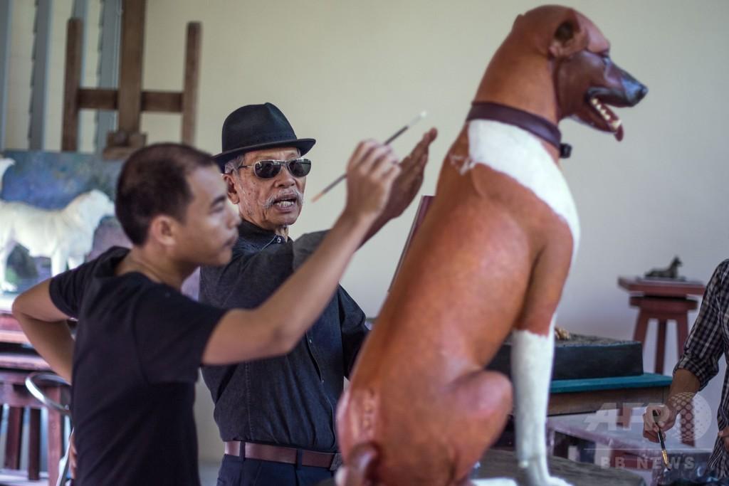 タイ前国王の葬儀控え、愛犬の像が完成
