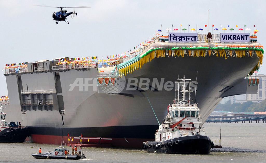 インド初の国産空母、「節目」の進水式 中国けん制