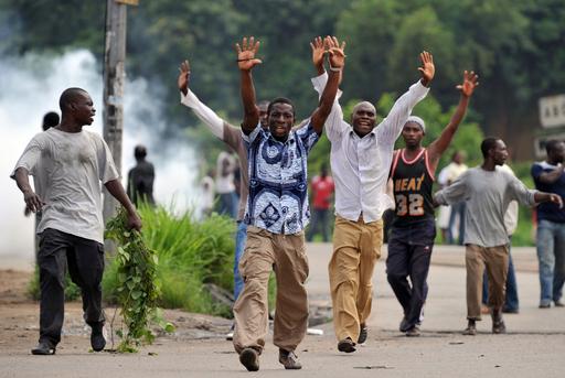 大統領選めぐり両陣営衝突、11人死亡 コートジボワール