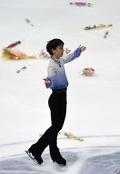 羽生はSP5位、無良が男子シングル首位発進 NHK杯