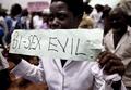 教会で同性愛ポルノを上映、「反同性愛」訴え ウガンダ
