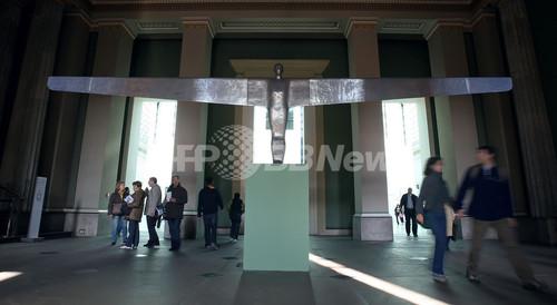 英スーパーモデル、ケイト・モスの黄金像 大英博物館