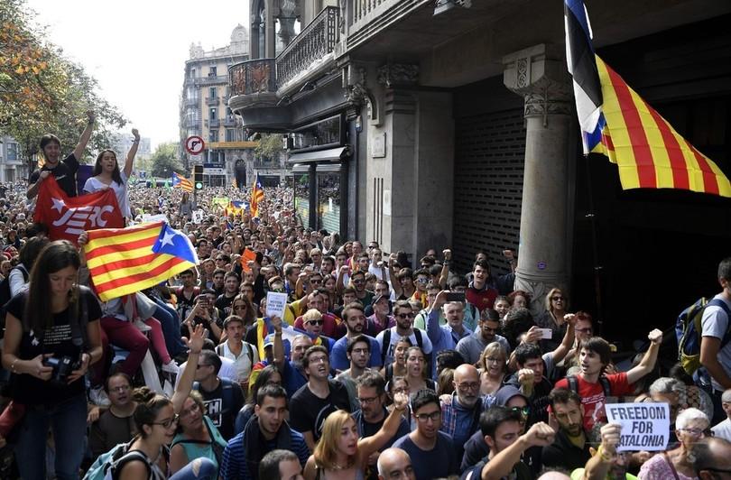 スペイン政府が「非常事態」押し付け、住民投票めぐり州首相が非難