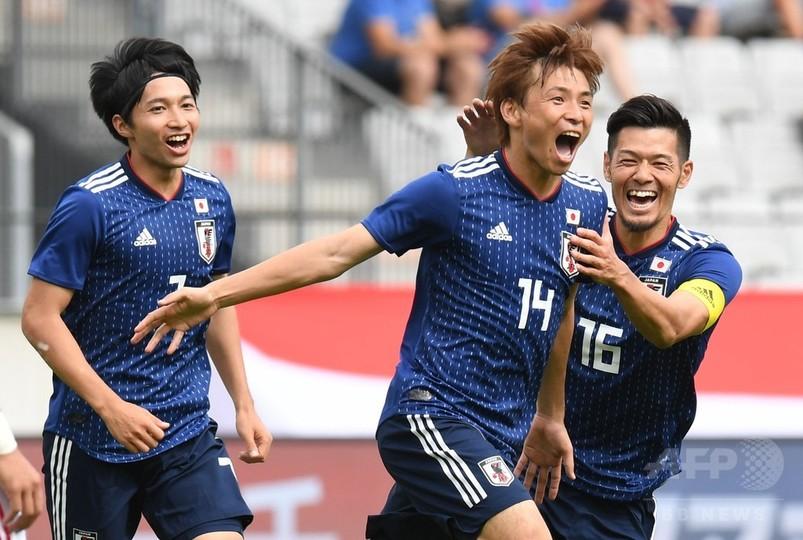 日本がW杯前最後の強化試合で勝利、パラグアイから4得点