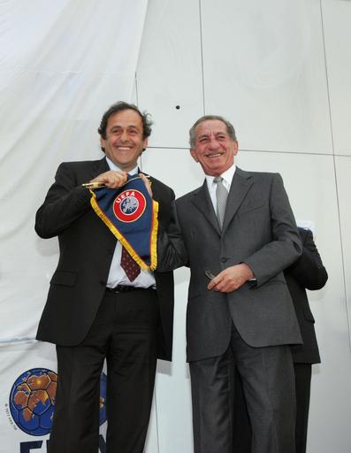 プラティニ会長 キプロスに訪れ落成式に参加