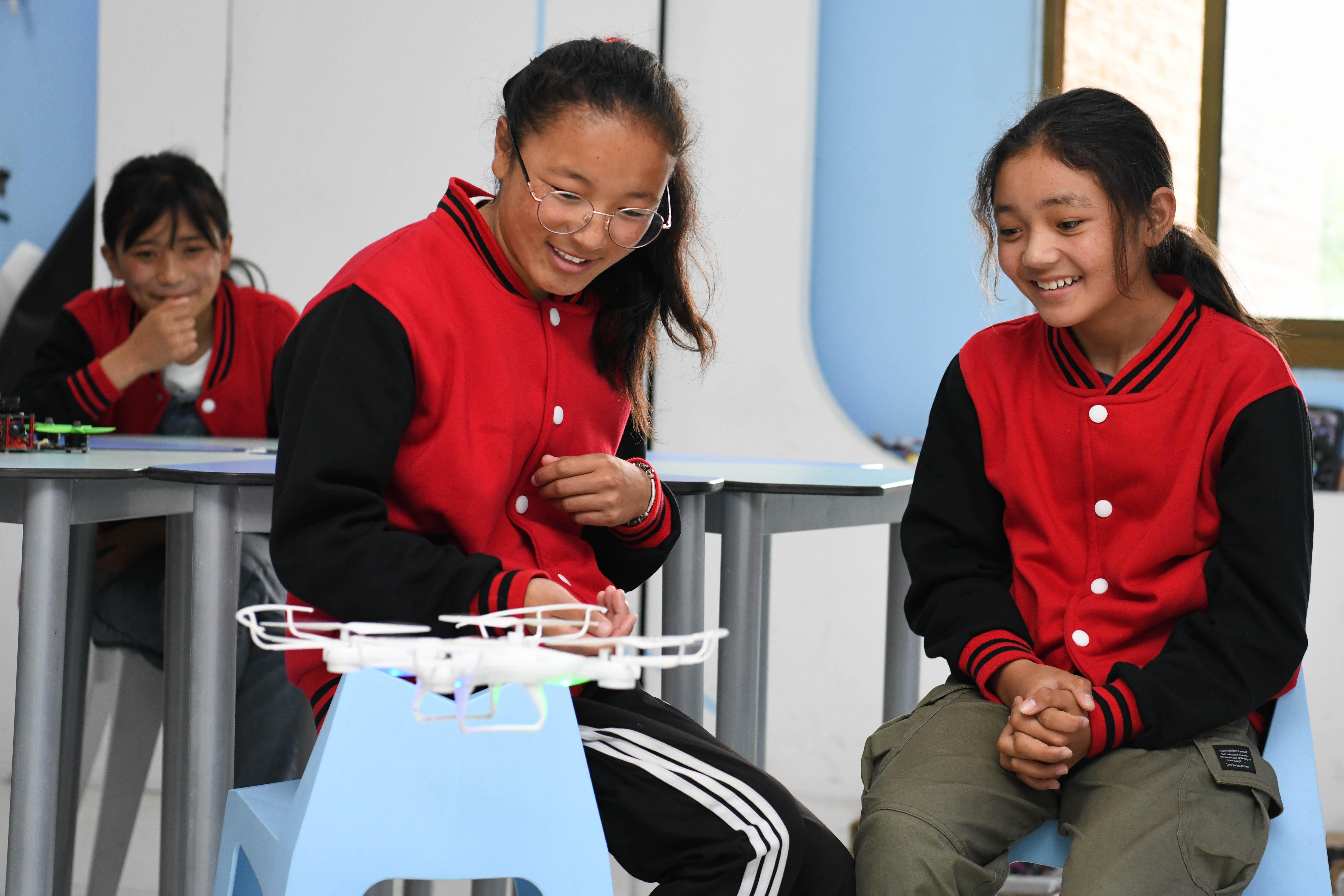 チベット自治区の中学生、科学技術の魅力に触れる 安徽省合肥市