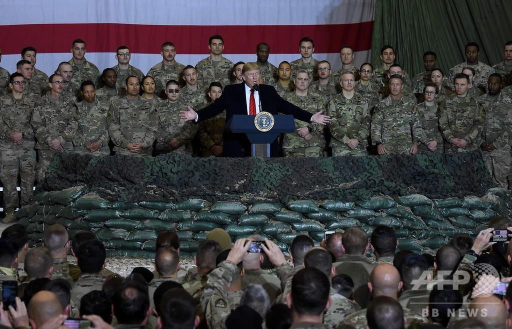 トランプ大統領、アフガンを電撃訪問 タリバンとの協議再開を表明