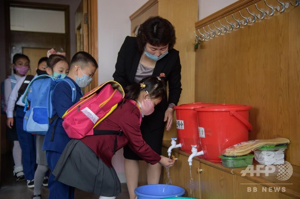 北朝鮮で学校再開、児童らマスク姿で登校