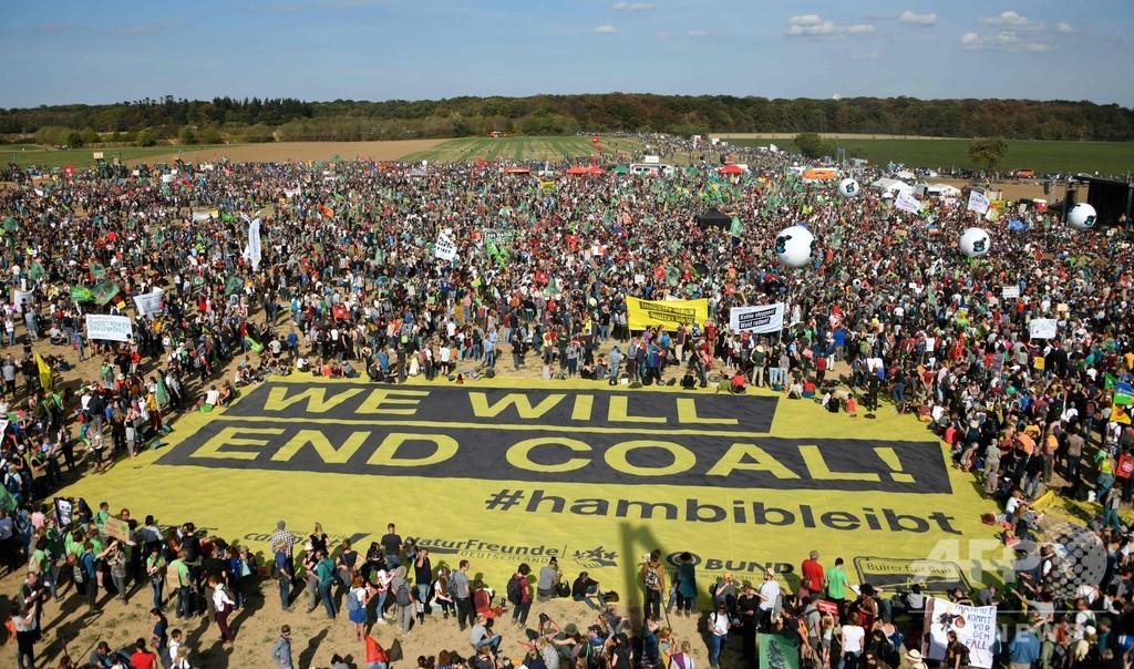 「ハンバッハの森は残る!」 歓喜の大集会 独裁判所 炭鉱拡張の伐採を差し止め