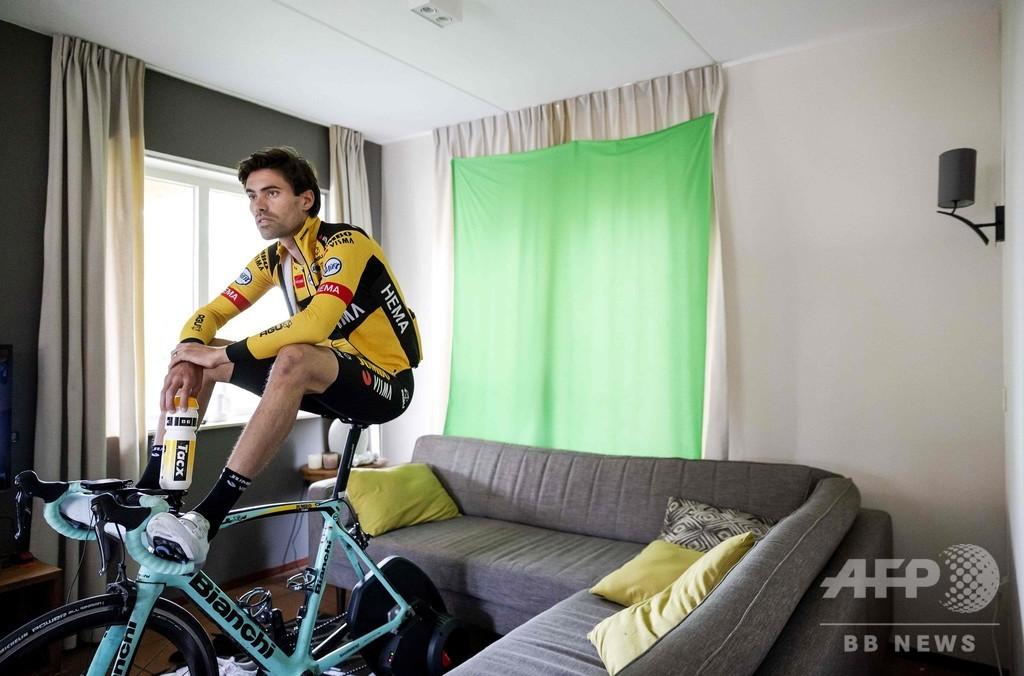 一流自転車選手、リビングでアマとバーチャルレース