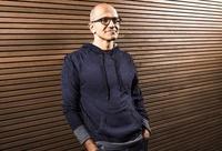 マイクロソフト、ゲイツ会長の退任発表 新CEOにナデラ氏