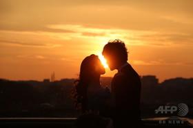初性交渉の年齢、遺伝子が影響 研究
