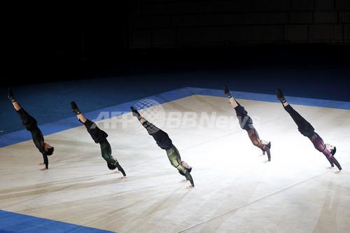 三宅一生×青森大学男子新体操部による特別公演開催