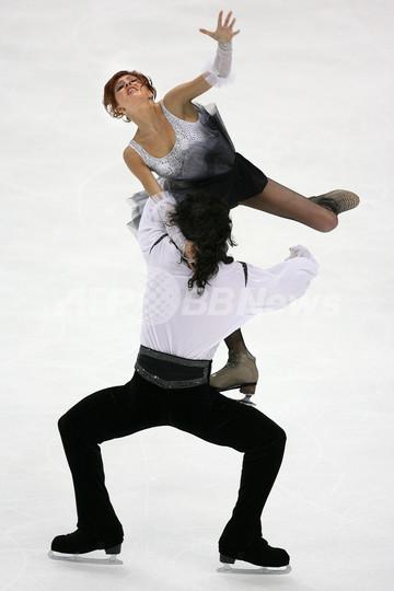 ホフロワ/ノビツキー組がアイス...