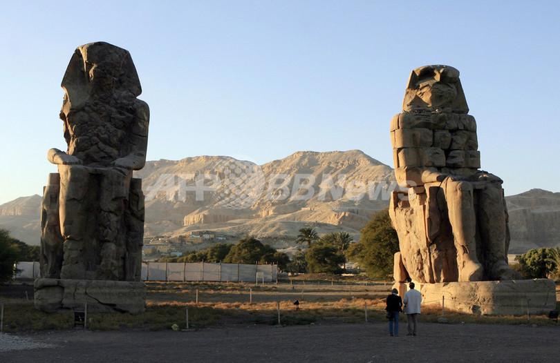 古代王朝ティイ王妃の巨像見つかる、エジプト南部