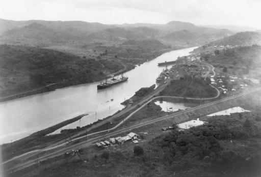 パナマ運河開通100周年、海運の大動脈